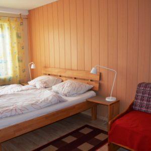 Schlafzimmer 1 mit Doppelbett 2x2m - auch einfach als Einzelbetten ohne Zwischenraum zu schieben